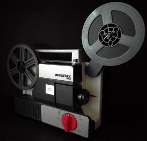 8mm-projector-revuelux1001